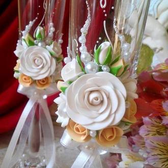 Свадебные бокалы в персиковом и белом цвете