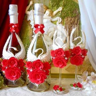 """Свадебный набор """"Лебединая верность"""" в красном цвете."""