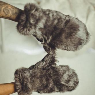 Варежки из кролика серые