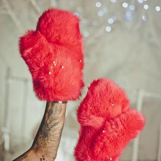 Варежки из кролика красные