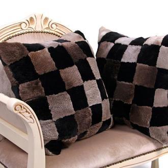 Меховая подушка серо-черная