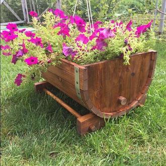 Вазон для садовых цветов (деревянный в виде обрезанной бочки)
