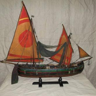 Модель итальянской рыбацкой лодки тартана Чигиотта.