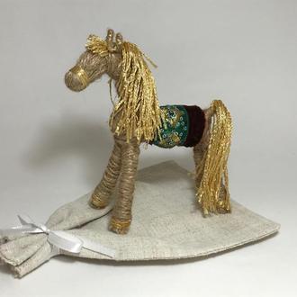 Конь Солнечный