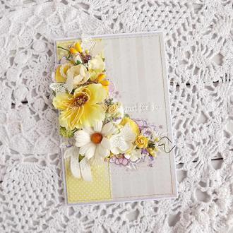 Листівка з жовтими квітами