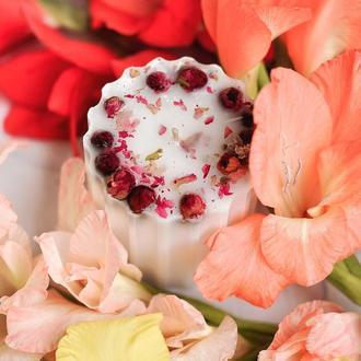 Свічка з сухоцвітом, різьблена