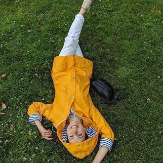 Яркий женский дождевик-куртка желтого цвета с хлопковой подкладкой