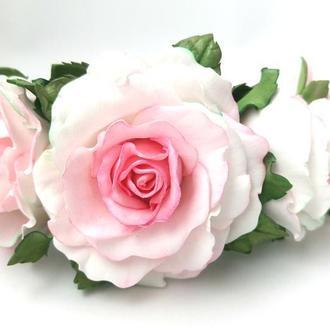 Обруч з трояндами і квітами гортензії