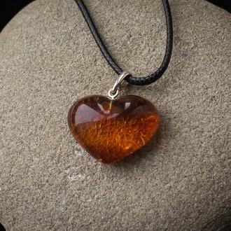 Кулон сердечко из янтаря