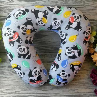 Автомобильная подушка веселые панды