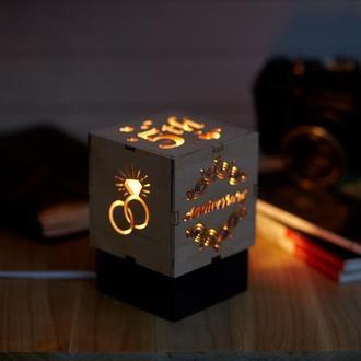 """Дерев'яний нічний світильник """"5 Річниця """"з лампою Едісона"""