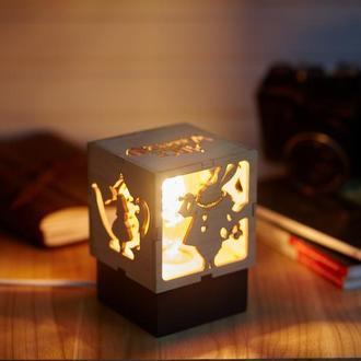 """Дерев'яний нічний світильник  """"Аліса в країні чудес"""" лампою Едісона"""