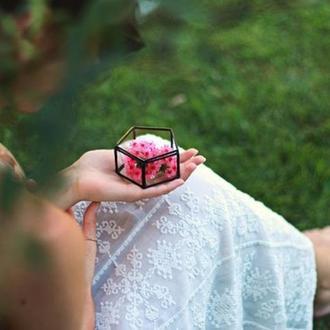 Стеклянная шкатулка для обручальных колец с гравировкой