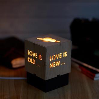 """Дерев'яний нічний світильник з лампою Едісона """"Кохання"""""""