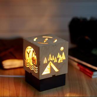 """Дерев'яний нічний світильник з лампою Едісона """"Подорожі"""""""