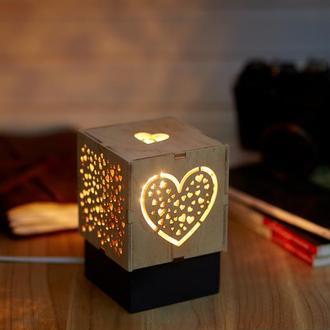 """Дерев'яний нічний світильник з лампою Едісона """"Серце"""""""