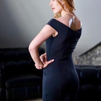 Платье-футляр с красивой формой декольте «Анжелика» К 0031