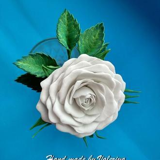 шпилька с розой и листиками