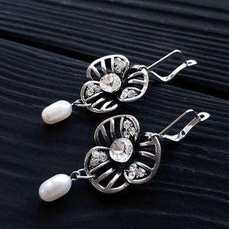Сережки з натуральними перлами і срібними застібками серьги с жемчугом и цветами