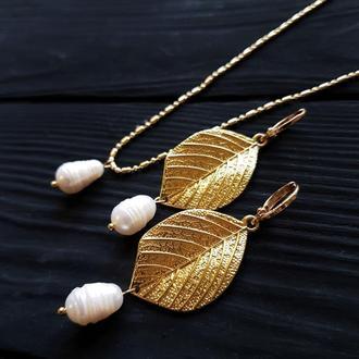 Комплект сережки та кулон з перлами на ланцюжку комплект мс перлами і позолоченими елементами