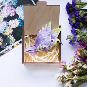 Фіолетова текстильна пташка