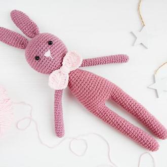 Подарунок на день народження хлопчика чи дівчинки в'язана іграшка зайчик
