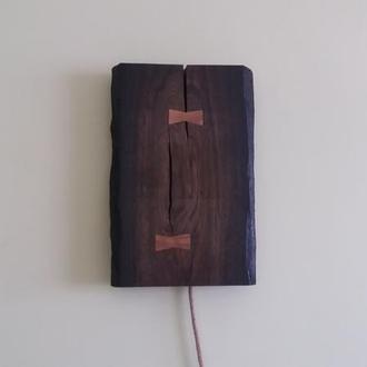 Светильник ручной работы из морёного дуба