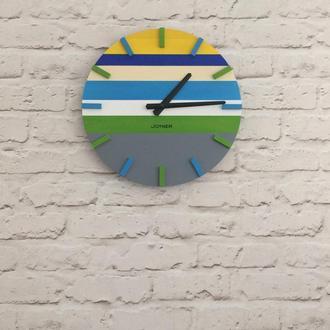 Деревянные настенные часы Разноцветные