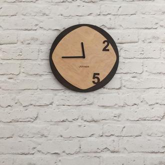 Деревянные настенные часы 2/5 коричневые