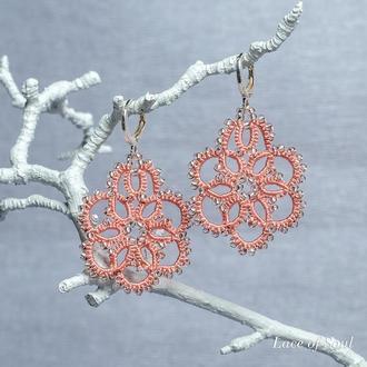 Кружевные сережки пудрово-розового цвета Фриволите