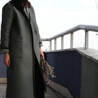 Женское демисезонное пальто с отделкой из бархата