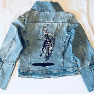 """""""Слідуй за мною"""" Жіноча джинсовка, ручний розпис. Малюнок на спині та спереду."""