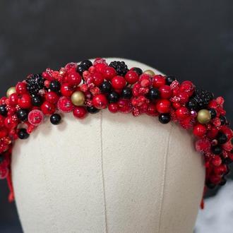 Обруч  с ягодами калины, шиповника и черных ягод ежевики