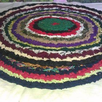 Вязанный коврик ручной работы