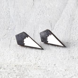 Черно белые серьги гвоздики геометрия
