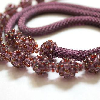 Сотуар - жгут, длинное украшение, аксессуар стиль арт деко. Цвет мальва, вязание с бисером, подарок.