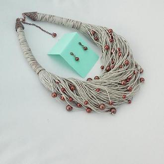 Комплект украшений из натурального итальянского льна и бусинок цвета шоколада.