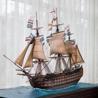 Модель 100-пушечного английского корабля.