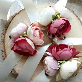 Свадебная повязка Бутоньерка с пионами Бутоньерка с ранункулюсом Бутоньерка для свидетелей и гостей