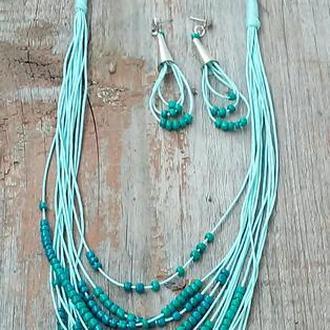 Комплект стильных украшений в бирюзово голубых тонах ручной работы.