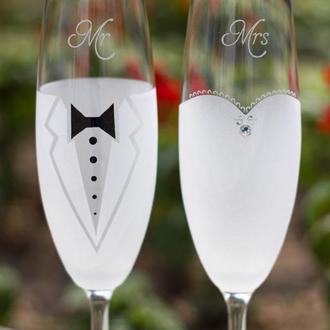 Свадебные бокалы с индивидуальной гравировкой.