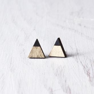 Серьги гвоздики треугольники, Подарок девушке