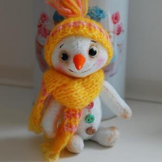 Плюшевый маленький Снеговик