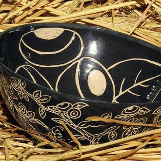 Керамическая тарелка черно-белое сграффито