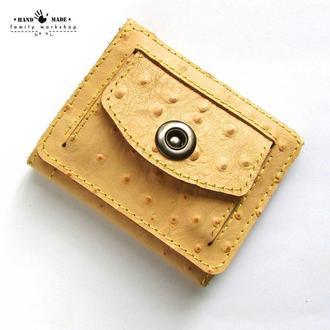 Компактный кошелек из натуральной кожи ручной работы.Цвет пудра беж.