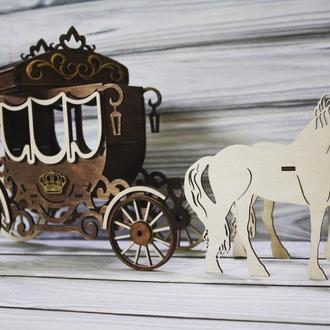 Деревянная шкатулка карета