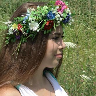 Венок из полевых цветов и мелкоцвета.