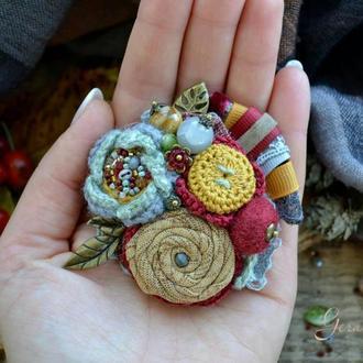 Брошь ′Осень на ладони′