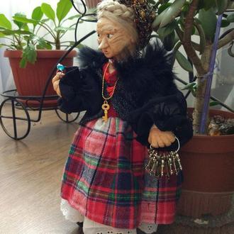 Марфа ключница -- хранительница домашнего очага.