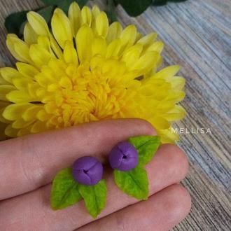 Маленькие серьги гвоздики с цветком и листиком